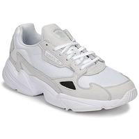 Παπούτσια Γυναίκα Χαμηλά Sneakers adidas Originals FALCON W Άσπρο