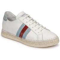 Παπούτσια Γυναίκα Χαμηλά Sneakers Pataugas MARBELLA Άσπρο