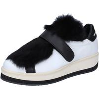 Παπούτσια Γυναίκα Χαμηλά Sneakers Manuel Barcelo BS330 λευκό