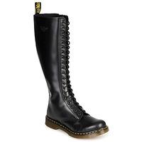 Μπότες για την πόλη Dr Martens 1B60