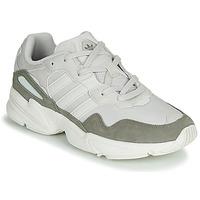 Παπούτσια Άνδρας Χαμηλά Sneakers adidas Originals YUNG-96 Άσπρο / Beige