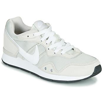 Παπούτσια Γυναίκα Χαμηλά Sneakers Nike VENTURE RUNNER Beige / Άσπρο