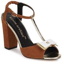 Παπούτσια Γυναίκα Σανδάλια / Πέδιλα Karine Arabian ABBAZIA Sable / Άσπρο / Dore