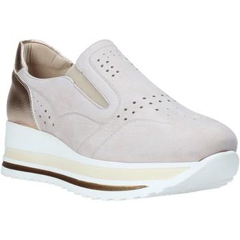 Παπούτσια Γυναίκα Slip on Comart 1A3391PE Μπεζ