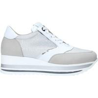 Παπούτσια Γυναίκα Χαμηλά Sneakers Comart 1A3468 Ασήμι