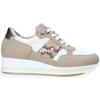 Παπούτσια Γυναίκα Χαμηλά Sneakers Comart 1A3392 λευκό