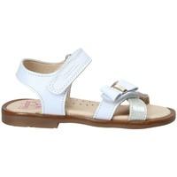 Παπούτσια Κορίτσι Σανδάλια / Πέδιλα Pablosky 0534 λευκό