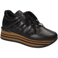Παπούτσια Γυναίκα Χαμηλά Sneakers Triver Flight 232-11A Μαύρος
