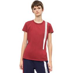 Υφασμάτινα Γυναίκα T-shirt με κοντά μανίκια Calvin Klein Jeans 00GWH8K169 το κόκκινο