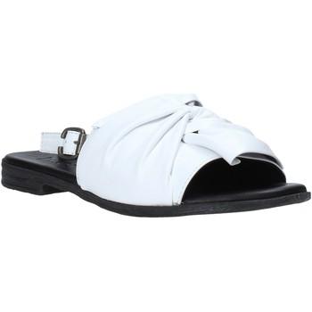 Παπούτσια Γυναίκα Σανδάλια / Πέδιλα Bueno Shoes Q2005 λευκό