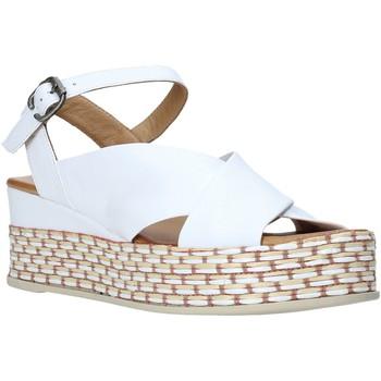 Παπούτσια Γυναίκα Σανδάλια / Πέδιλα Bueno Shoes Q5901 λευκό