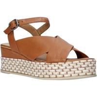 Παπούτσια Γυναίκα Σανδάλια / Πέδιλα Bueno Shoes Q5901 καφέ