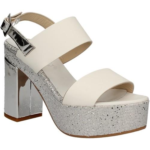 Παπούτσια Γυναίκα Σανδάλια / Πέδιλα Grace Shoes OTRANTO 91 F9 λευκό
