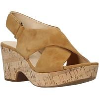 Παπούτσια Γυναίκα Σανδάλια / Πέδιλα Clarks 26140121 Μπεζ