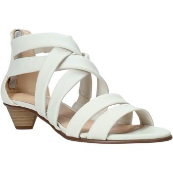 Παπούτσια Γυναίκα Σανδάλια / Πέδιλα Clarks 26132453 λευκό