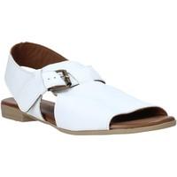 Παπούτσια Γυναίκα Σανδάλια / Πέδιλα Bueno Shoes 9L2700 λευκό
