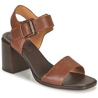 Παπούτσια Γυναίκα Σανδάλια / Πέδιλα Clarks LANDRA70 STRAP Brown