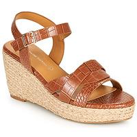 Παπούτσια Γυναίκα Σανδάλια / Πέδιλα The Divine Factory QL4351 Camel