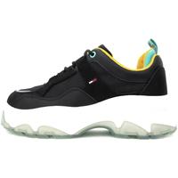 Παπούτσια Γυναίκα Χαμηλά Sneakers Tommy Hilfiger EN0EN00931 Μαύρος