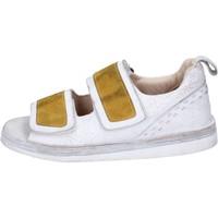 Παπούτσια Γυναίκα Σανδάλια / Πέδιλα Moma BH312 λευκό
