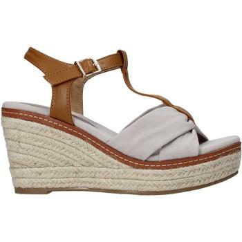 Παπούτσια Γυναίκα Σανδάλια / Πέδιλα Refresh 72878 Μπεζ