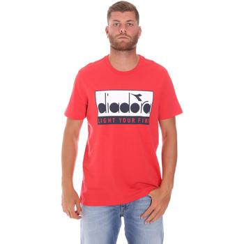 Υφασμάτινα Άνδρας T-shirt με κοντά μανίκια Diadora 502175835 το κόκκινο