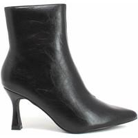 Παπούτσια Γυναίκα Μποτίνια Gold&gold B21 GP139 Μαύρος
