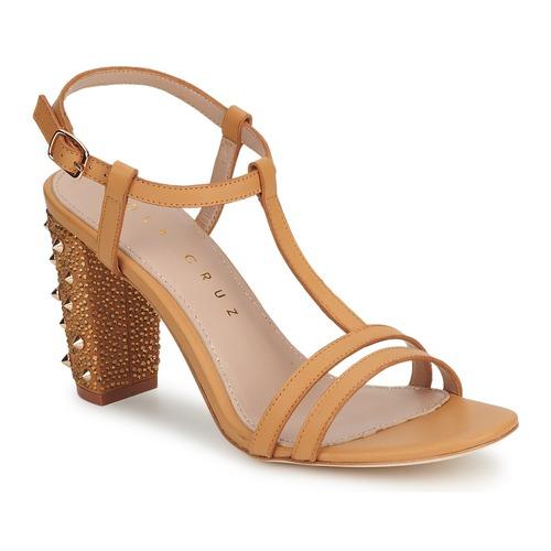 Παπούτσια Γυναίκα Σανδάλια / Πέδιλα Lola Cruz STUDDED Beige / TAN
