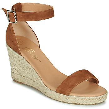 Παπούτσια Γυναίκα Σανδάλια / Πέδιλα Betty London INDALI Brown