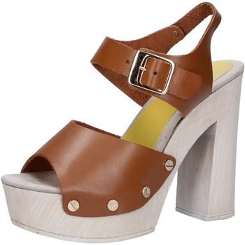 Παπούτσια Γυναίκα Σανδάλια / Πέδιλα Suky Brand AC482 καφέ