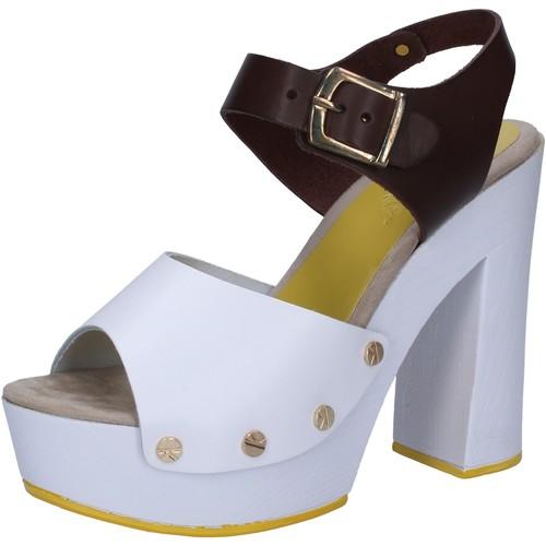 Παπούτσια Γυναίκα Σανδάλια / Πέδιλα Suky Brand Σανδάλια AC809 λευκό